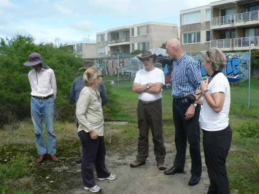 Right to left, Jenny Hunter (Peter Garrett's Electoral Officer), Peter Garrett talking with Peter Fagan (FoMH Chairperson) and Barbara Tooth (FoMH Secretary)